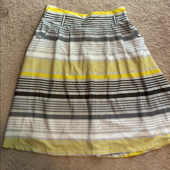 Old Navy Dresses & Skirts - Ladies size large old navy skirt